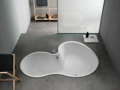 Большая встраиваемая ванна Agape DR 137х184